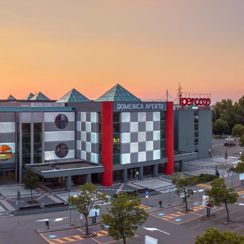Centro commerciale ariosto family center reggio emilia for Subito it reggio emilia arredamento